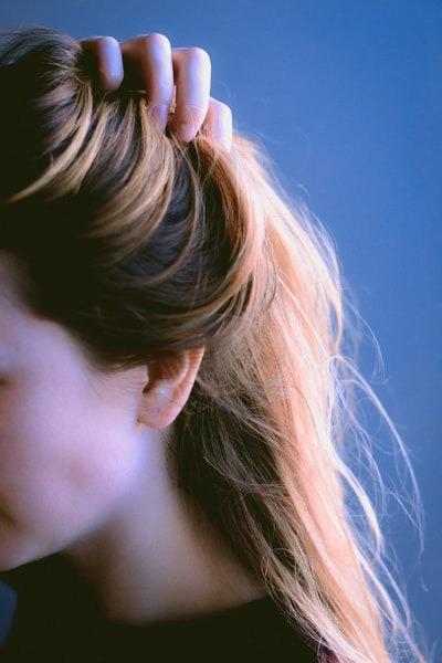 髪の毛 ザラザラ 抜く