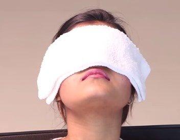 蒸しタオルを目にやりすぎは乾燥に注意!